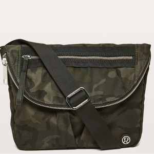 Lululemon Festival bag woodland camo gator green